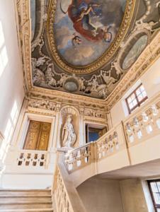 Отель де Лозен. Статуя Аполлона и потолочная фреска